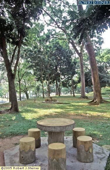 Henderson Park, Wooden Bench
